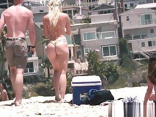 rubia perfecta clean hermoso culo en shivering playa