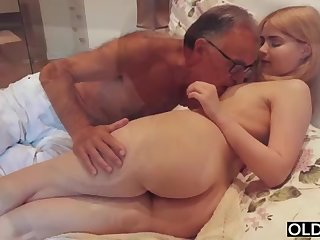 legal yo lady smooching and pokes her portray daddy in his bedroom