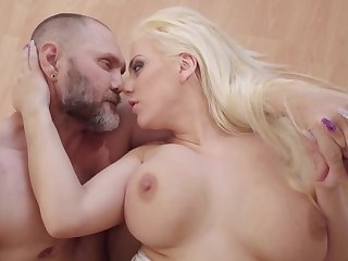 Massive dick nicely enters into blonde's welcoming snitch