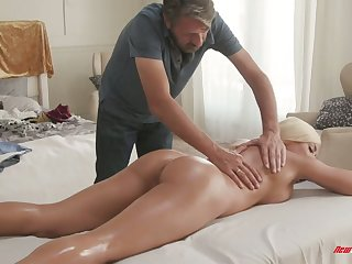 Mouth watering Cuban bitch Luna Toast of the town gets her slit nailed on the massage table