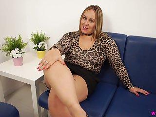 Alone plus rapacious big busty slut Ashley Rider dreams of wanking a dick