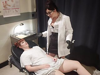 Tattooed and horny Barbary Rose fucks her auntie doctor during her visit
