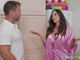 Ariella Ferrera loves as soon as her lover cum beyond her tits after good sex