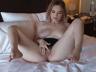 Busty solo beauty plays around her pussy together with reaches the orgasm