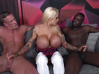 Cougar floozy deals two monster dicks at hand a wild threesome