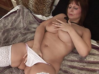 Solo mature in vapid stockings playing with her favorite dildo
