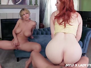 Dee Williams oozes milky cum after FFM have sex with Lady Fyre