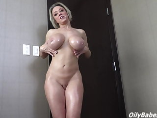 Dee Williams has huge, oiled up titties