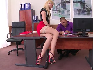 Kinky boss loves licking feet and shafting pussy of Vanda Yen