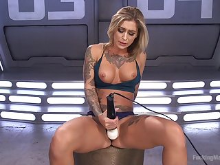 Blonde hottie amazes by no matter how good she can masturbate