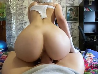 Clamminess blondie is deep-throating penis like a thorough professional and opening up up to get screwed unresounding
